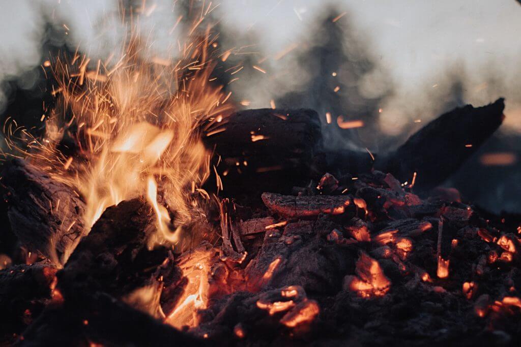 Feuer machen ohne Hilfsmittel